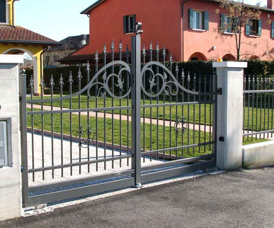 cancelli in ferro,recinzioni,recinzione,cancello,ferro battuto