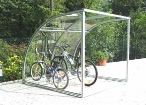 Parcheggi coperti biciclette tettoia per bici riparo per for Due box auto con posto auto coperto
